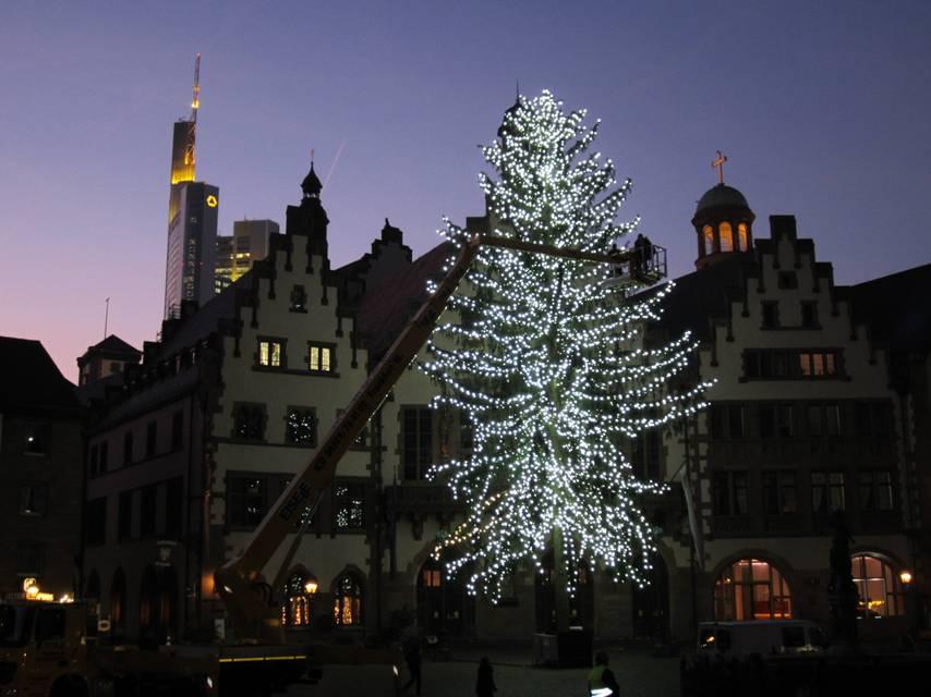 top 28 weihnachtsbaum frankfurt frankfurt neuer. Black Bedroom Furniture Sets. Home Design Ideas